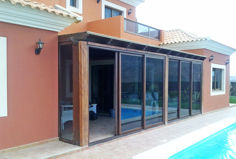 Cerramiento de ampliación en aluminio y cristal para terraza en Fuerteventura