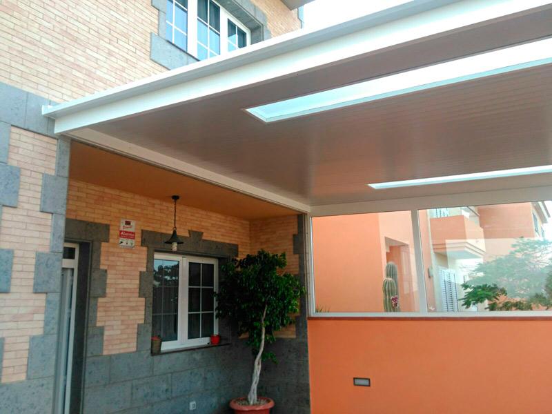 Remates al detalle de este techo fijo con panales de luz